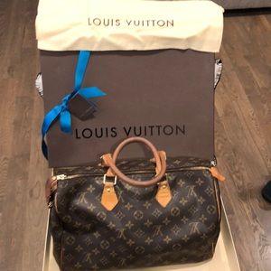 LOUIS VUITTON 💯 Authentic Speedy bag